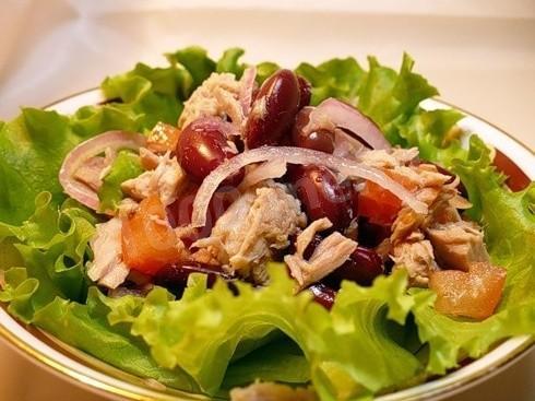 рецепт салат из консервированного тунца и фасоли