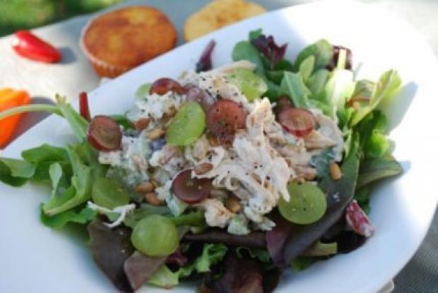 Салат с куриным филе и виноградом рецепт
