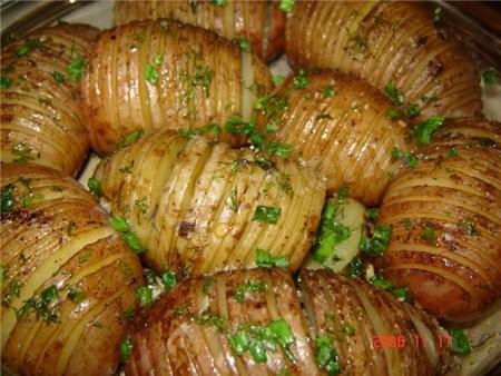 Картофель запеченный в рукаве с чесноком