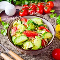 Салат огурцы помидоры капуста свежая