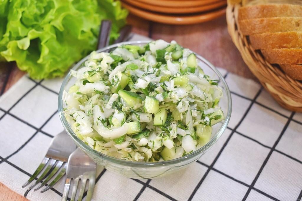 Салат из молодой капусты рецепт с фото