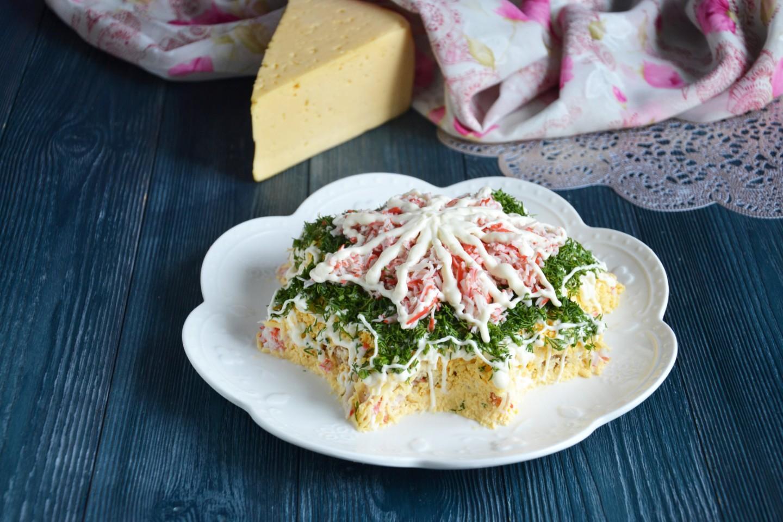 Легкий салат с крабовым мясом, пошаговый рецепт с фото