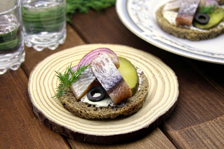 Бутерброды с селедкой картинки