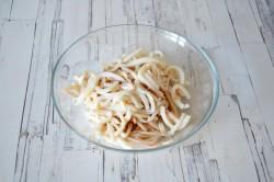 Салат из кальмаров с пекинской капустой и свежим огурцом - рецепт пошаговый с фото