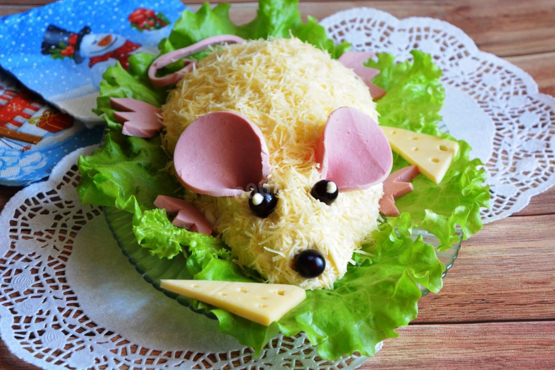 Слоеный салат с грудками на Новый год Крысы 2020