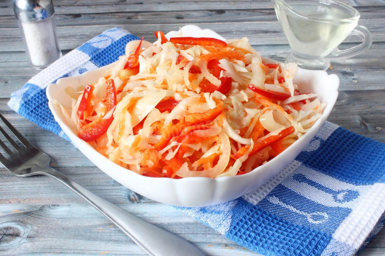 Капуста с морковью и болгарским перцем