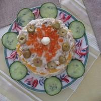 Салат Жемчужина с икрой и семгой слоями