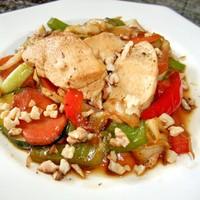 Куриные грудки жареные с овощами