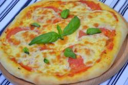 Классическая пицца Маргарита с моцареллой
