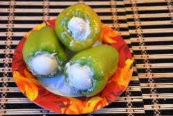 Перец, фаршированный яйцом – кулинарный рецепт