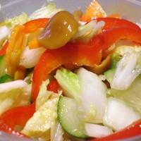 Салат из пекинской капусты с опятами в маринаде