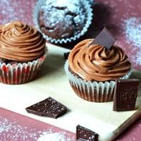 Шоколадные капкейки с кремом