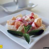 Фруктовый салат с помидорами и ананасом по-японски