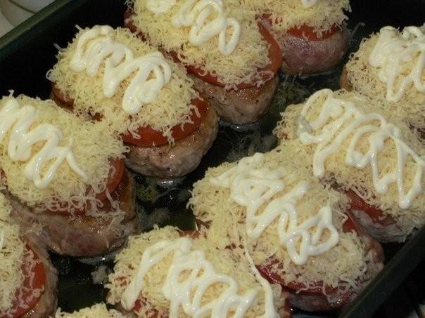 Запечь котлеты в духовке с сыром