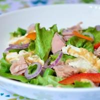 Салат с тунцом зеленой фасолью и омлетом