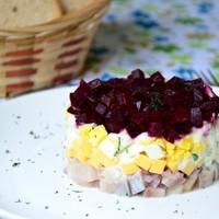 Салат со свеклой сыром и сельдью