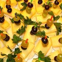 Сырно-виноградные канапе
