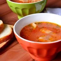 Томатный суп с рыбой и кукурузой