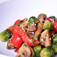 Теплый постный салат из брюссельской капусты
