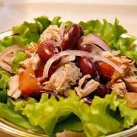 Салат из тунца с красной консервированной фасолью