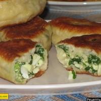Жареные пирожки с зеленым луком и яйцом дрожжевые