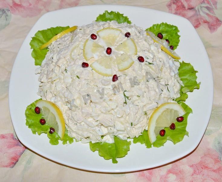 Салат с кальмарами и листьями салата рецепт
