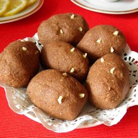 Домашнее пирожное Картошка из сухарей со сгущенкой