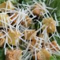 Классический салат цезарь  сухариками и помидорами