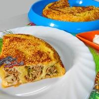 Пирог из слоеного теста в мультиварке с мясным фаршем
