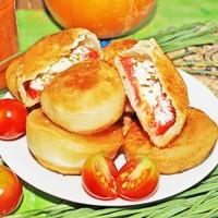 Пирожки бомбочки с помидорами и сыром