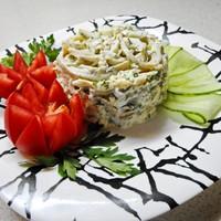 Салат из кальмаров с чесноком