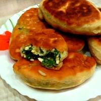 Жареные пирожки с рисом яйцом и зеленым луком
