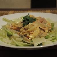 Салат с копченым окорочком и грибами