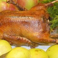 Запеченная утка с яблоками в рукаве