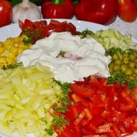 Салат Любимый с колбасой и овощами