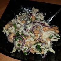 Легкий салатик из белой фасоли и курицы