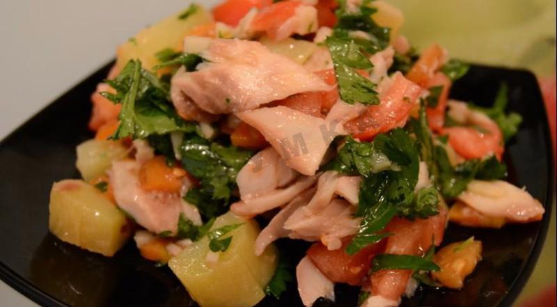 Салат с копченой рыбой рецепт с фото пошагово