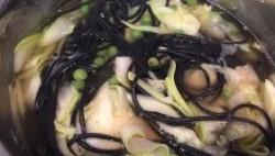 черные спагетти с красной рыбой трактовки пассива