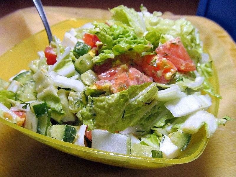 Салат из консервированной горбуши с яйцом и рисом.салат из красной рыбы.