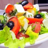 Греческий салат с фетаксой и помидорами без майонеза