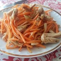 Салат морковча с соевым мясом
