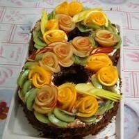 Торт Цифра 8 с цветами из фруктов