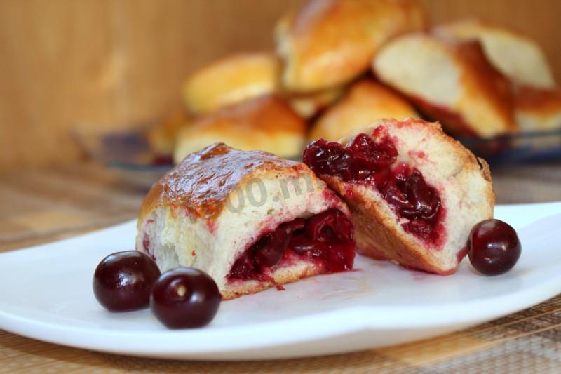 Самые вкусные пирожки с вишней рецепт с