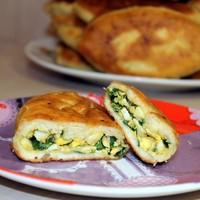Пирожки на кефире с зеленым луком и яйцом