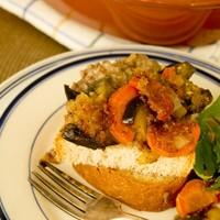 Овощное рагу с мясным фаршем и баклажанами в духовке
