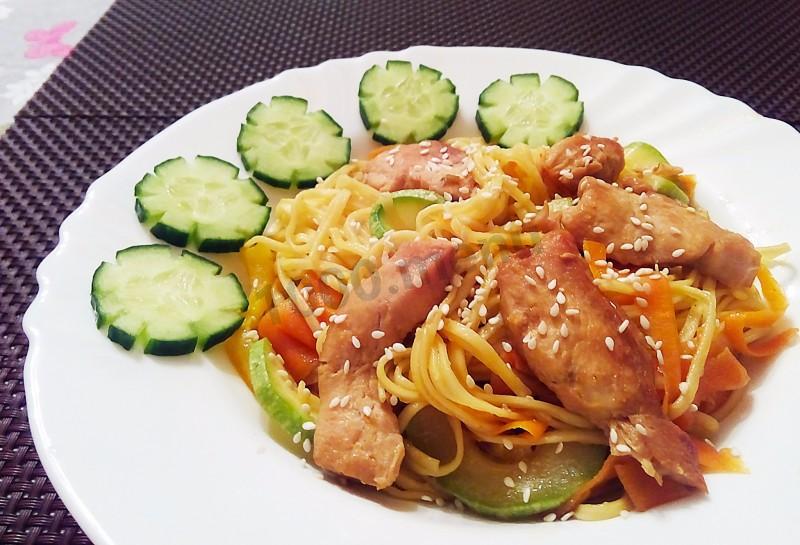 Курица с овощами на яичной лапше рецепт