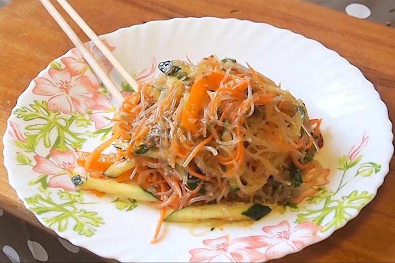 Салат с фунчозой с курицей рецепт с пошагово в