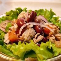 Салат из курицы с фасолью