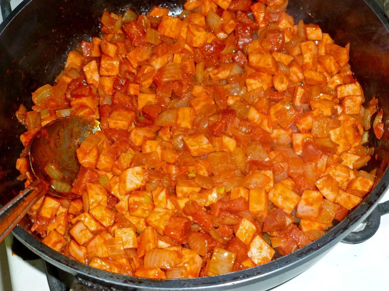 Солянка мясная сборная - классический рецепт