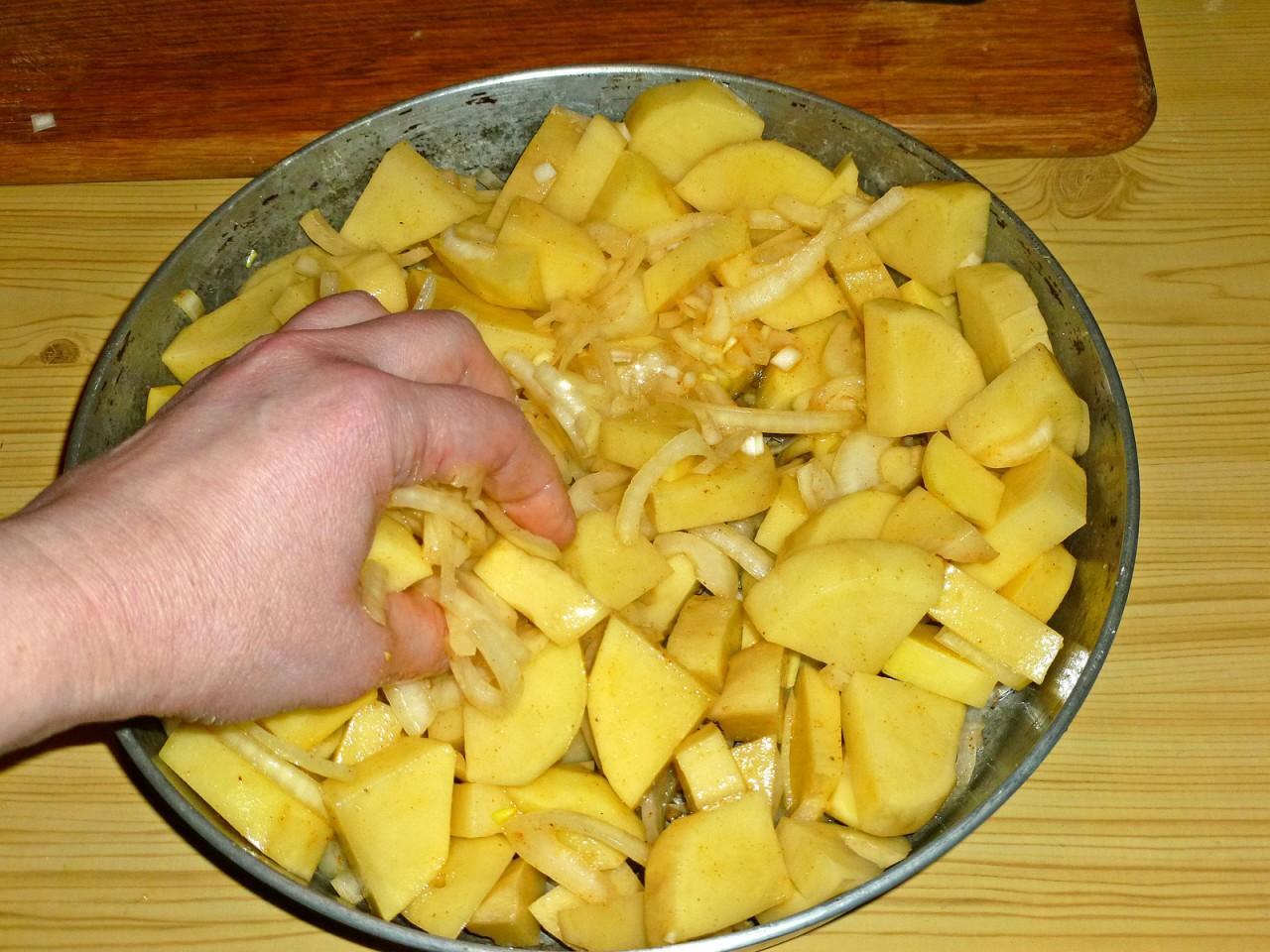 Картошка с луком и майонезом в духовке рецепт пошагово